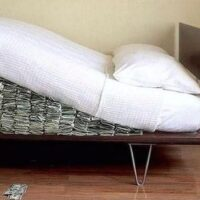 Aussies dash for cash (under the mattress)